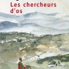 Tahar Djaout brosse le tableau de l'histoire coloniale et postcolonial de l'Algérie perpétuellement à la recherche d'elle-même. Puissant